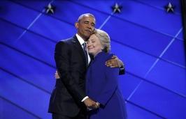 barack-obama-hillary-clinton-hug-photoshop-battle-thumb640